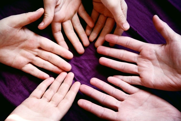 """""""Delnų trikampis"""": ką apie žmones byloja jų rankos?"""