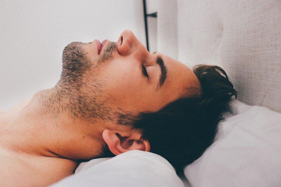 Itin tiksli miego skaičiuoklė: kada eiti miegoti, kad pabustumėte žvalūs?