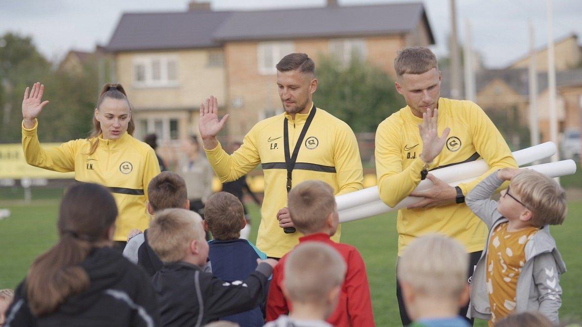 """""""Gintros"""" FA susipažinimo treniruotėje – puiki nuotaika ir smalsūs vaikų klausimai"""