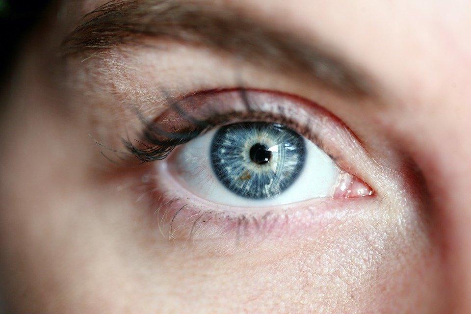 Specialistai: jei mirguliuoja ir žaibuoja akyse – arba pervargote, arba susirgote rimta akių liga