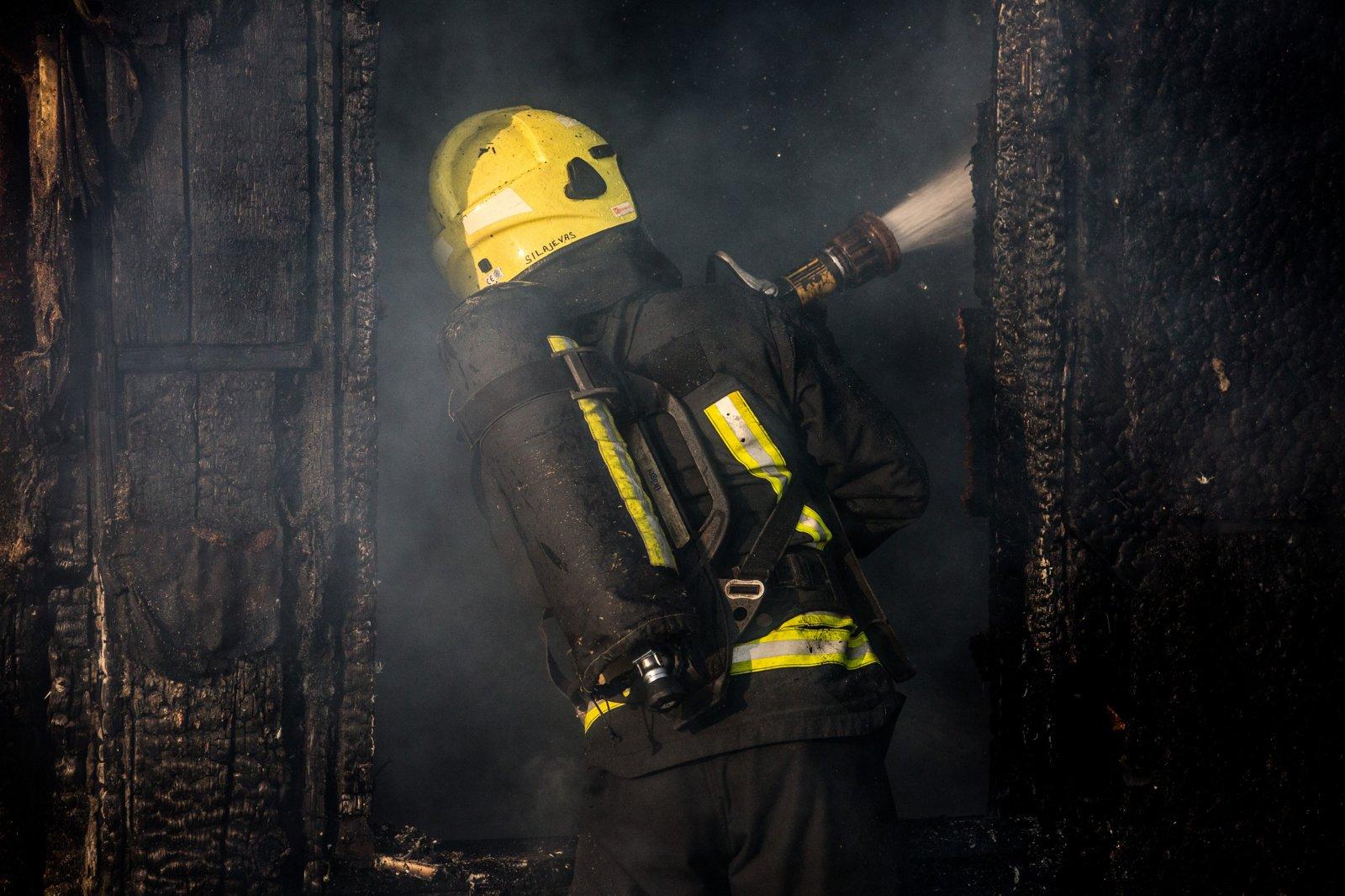 Radviliškio rajone degė sodo namelis ir greta esanti pavėsinė