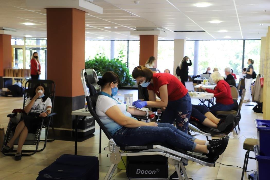 Į kraujo donorystės akciją prisijungė Kauno rajono savivaldybės darbuotojai