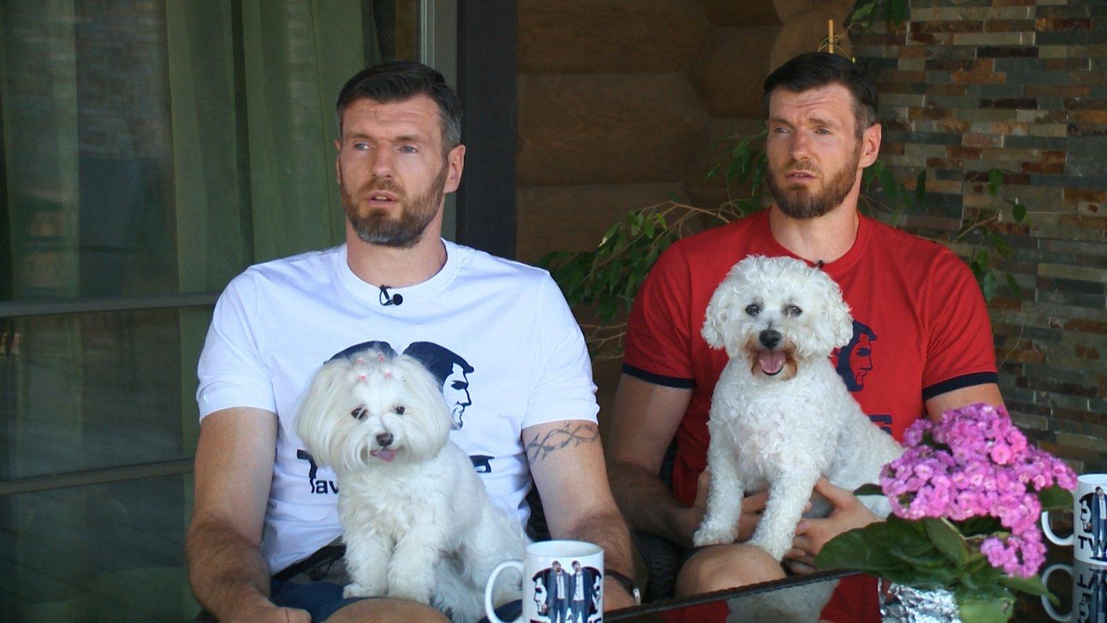 Broliai Lavrinovičiai papasakojo apie savo gyvūnus: neplaukiojančius vėžlius, kates iš prieglaudos ir keistos veislės šunis