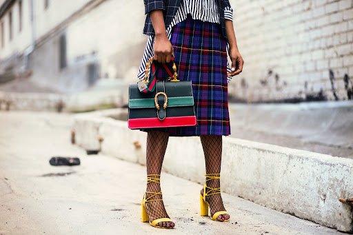 Kaip dėvėti midi sijoną, kad figūra atrodytų proporcingai?
