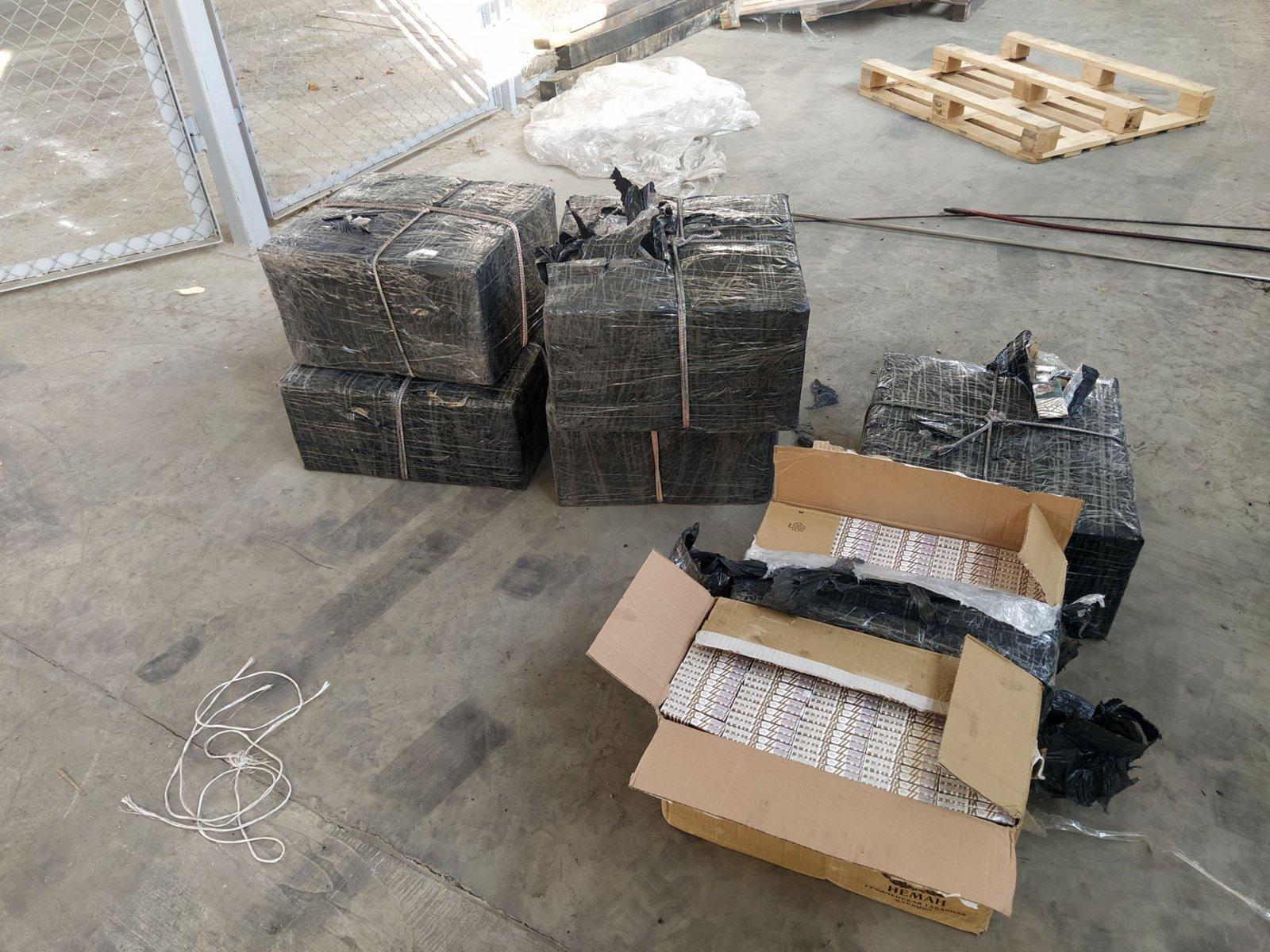 Vagono su anglimis dugne muitininkai aptiko cigarečių kontrabandą