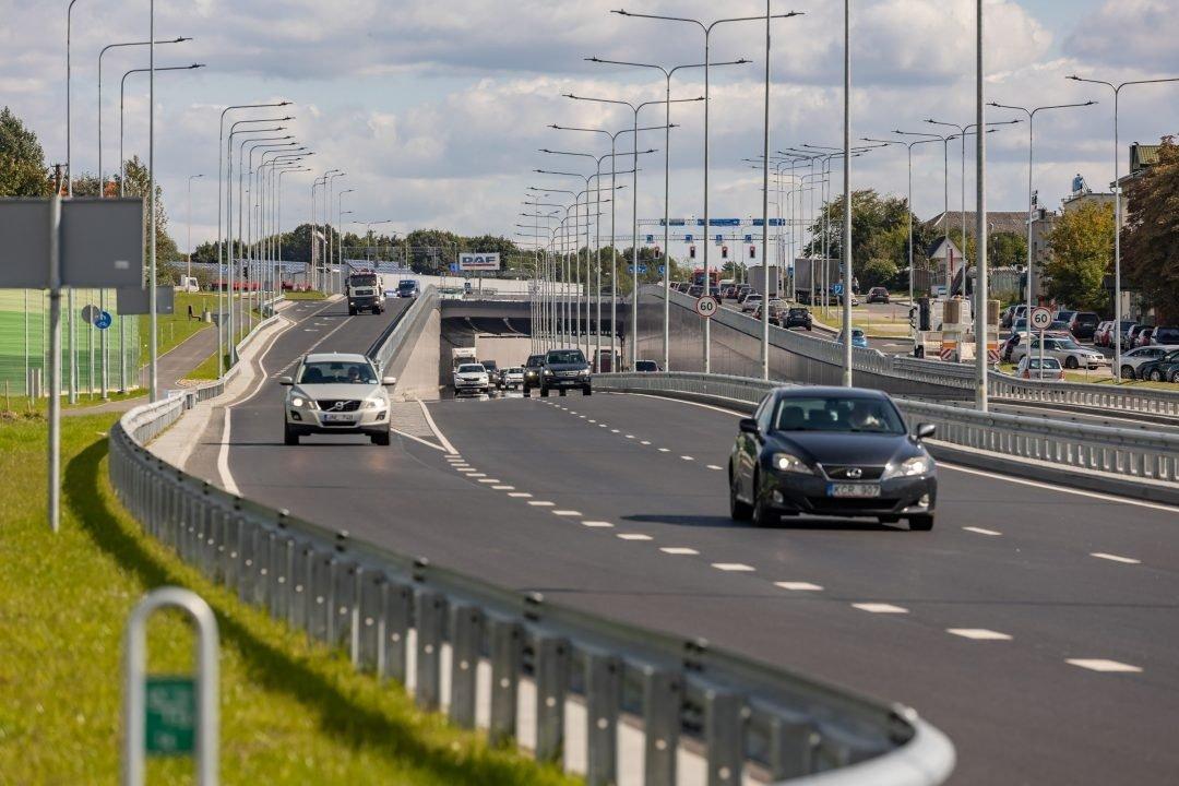Oficialiai užbaigtas Liepkalnio ir Žirnių gatvių viadukas jau duoda teigiamų pokyčių