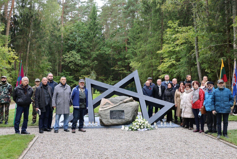 Jaučakiuose iškilo paminklas žydų genocido aukoms