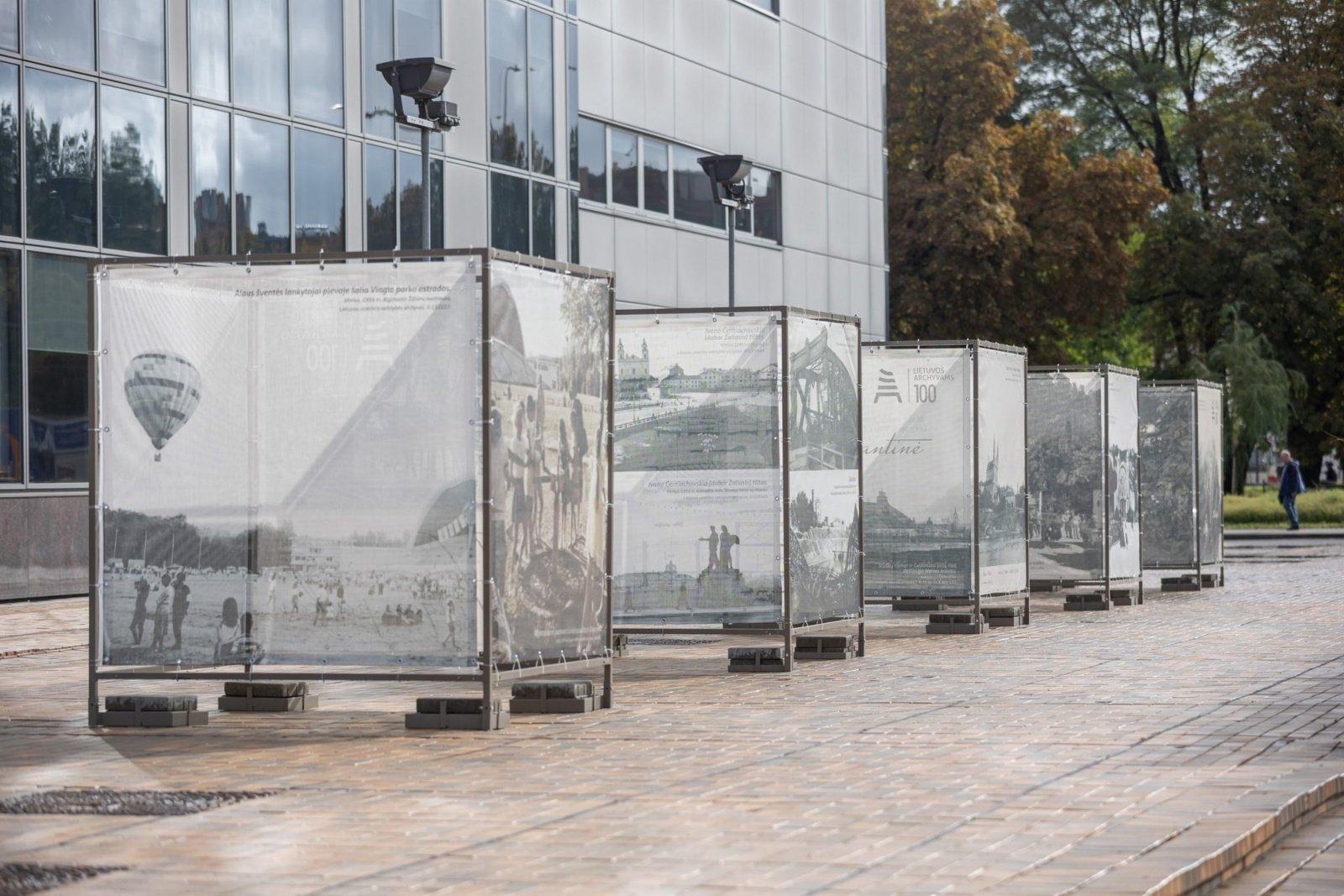 Valstybės archyvų parodos keliasi į populiarias miestų viešąsias erdves