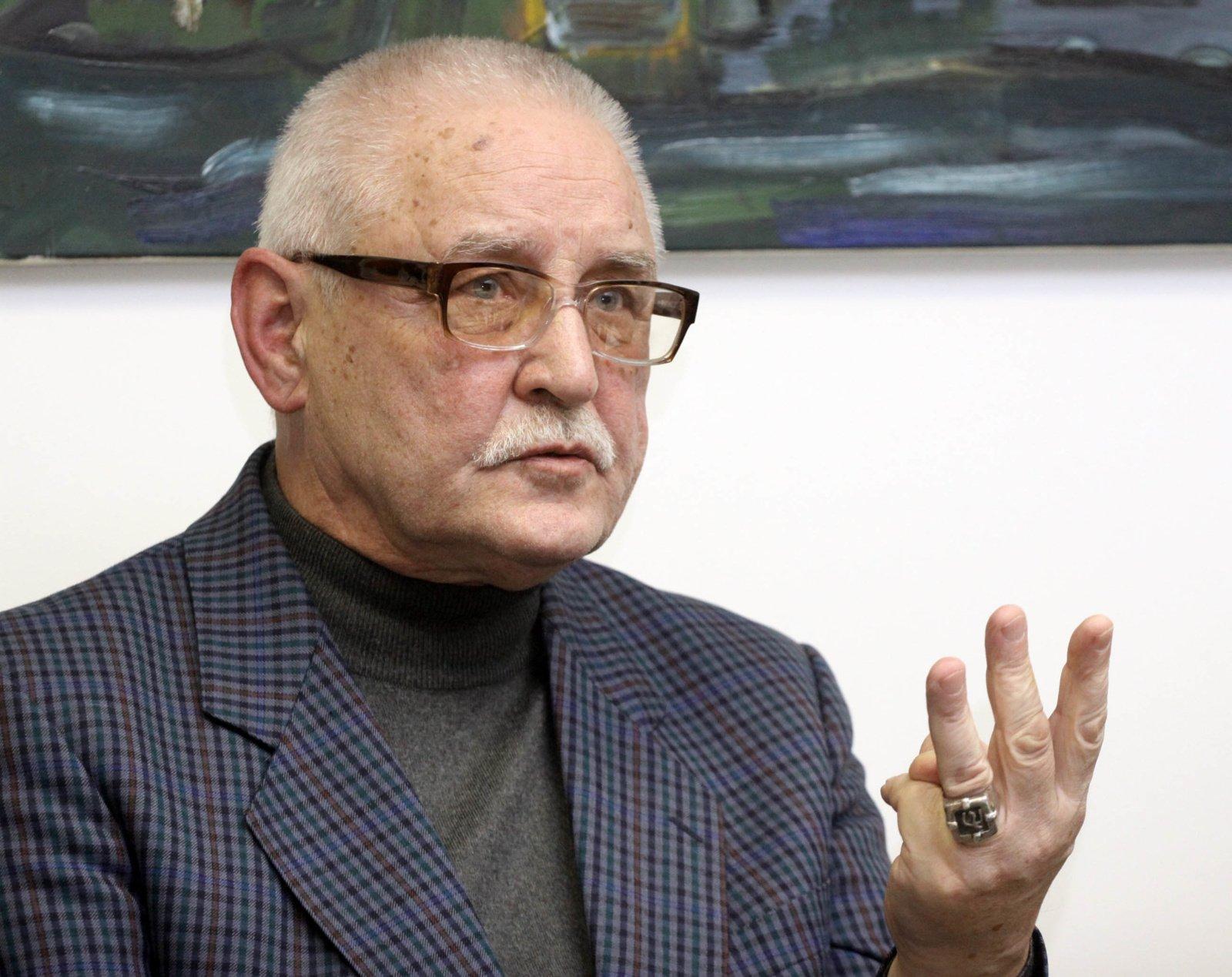 Mirė nacionalinės kultūros ir meno premijos laureatas, rašytojas, tapytojas Leonardas Gutauskas