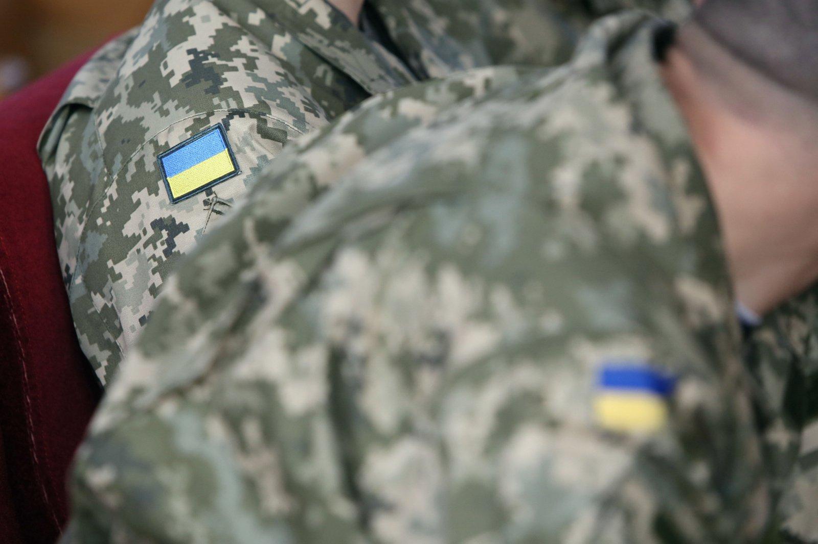Lietuva planuoja Ukrainos kariuomenei perduoti liemenių ir diržų