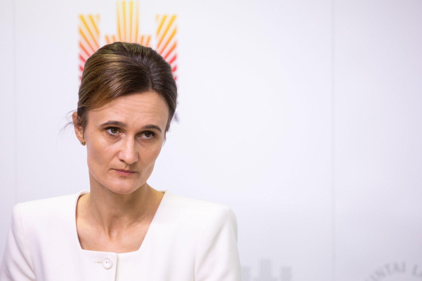 Opozicijos elgesį balsuojant dėl 100 eurų išmokos Seimo pirmininkė vadina demaršu