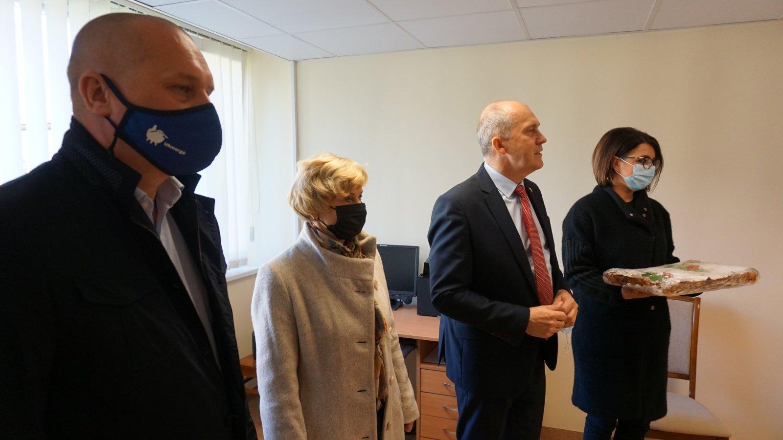Ukmergės savivaldybės vadovai sveikino socialinius darbuotojus su profesine švente