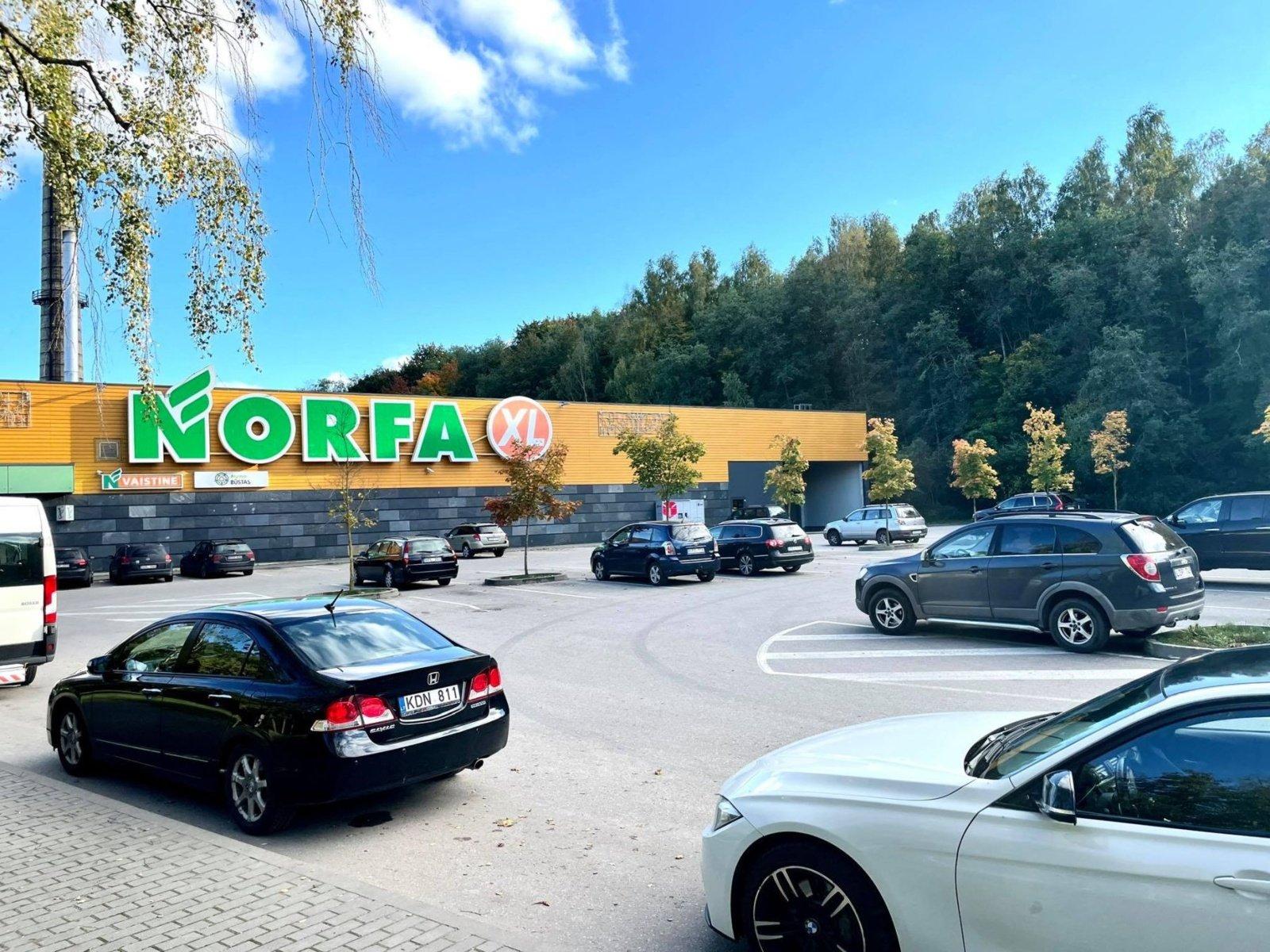 Prekybos centro aikštelėje Birštone – mįslingas įvykis automobilių savininkams