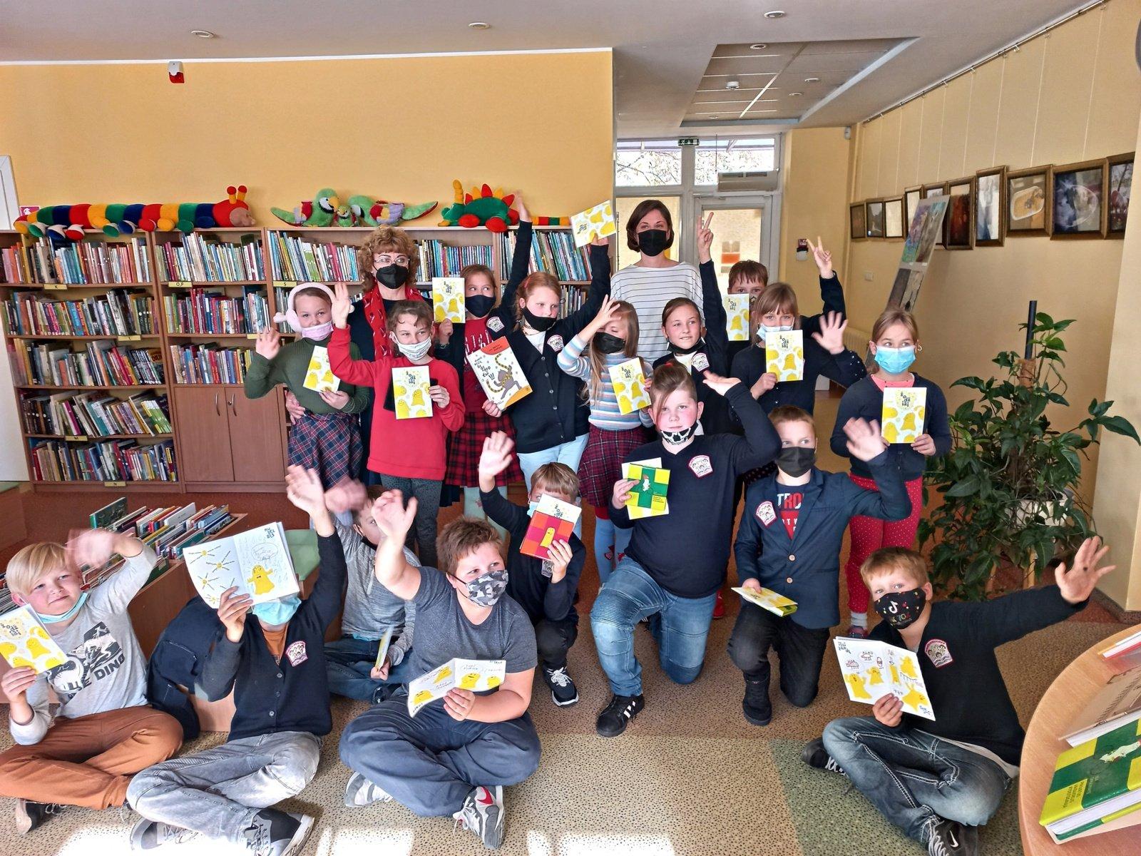 """Vaikų bibliotekoje """"Žiburėlis"""" – iliustruotoja, knygų vaikams autorė Ula Šimulynaitė"""