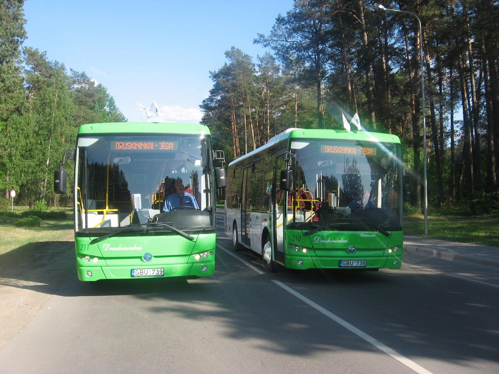 Moksleiviai priemiestiniais autobusais važiuos pigiau