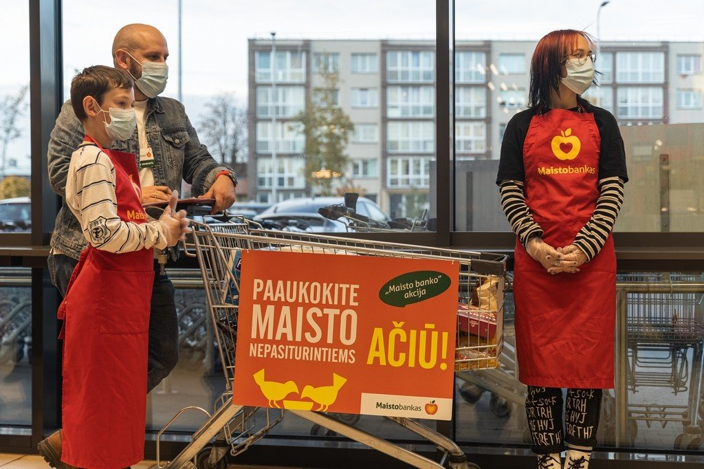 """""""Maisto banko"""" akcijoje panevėžiečiai paaukojo beveik 13 tūkst. maisto produktų"""