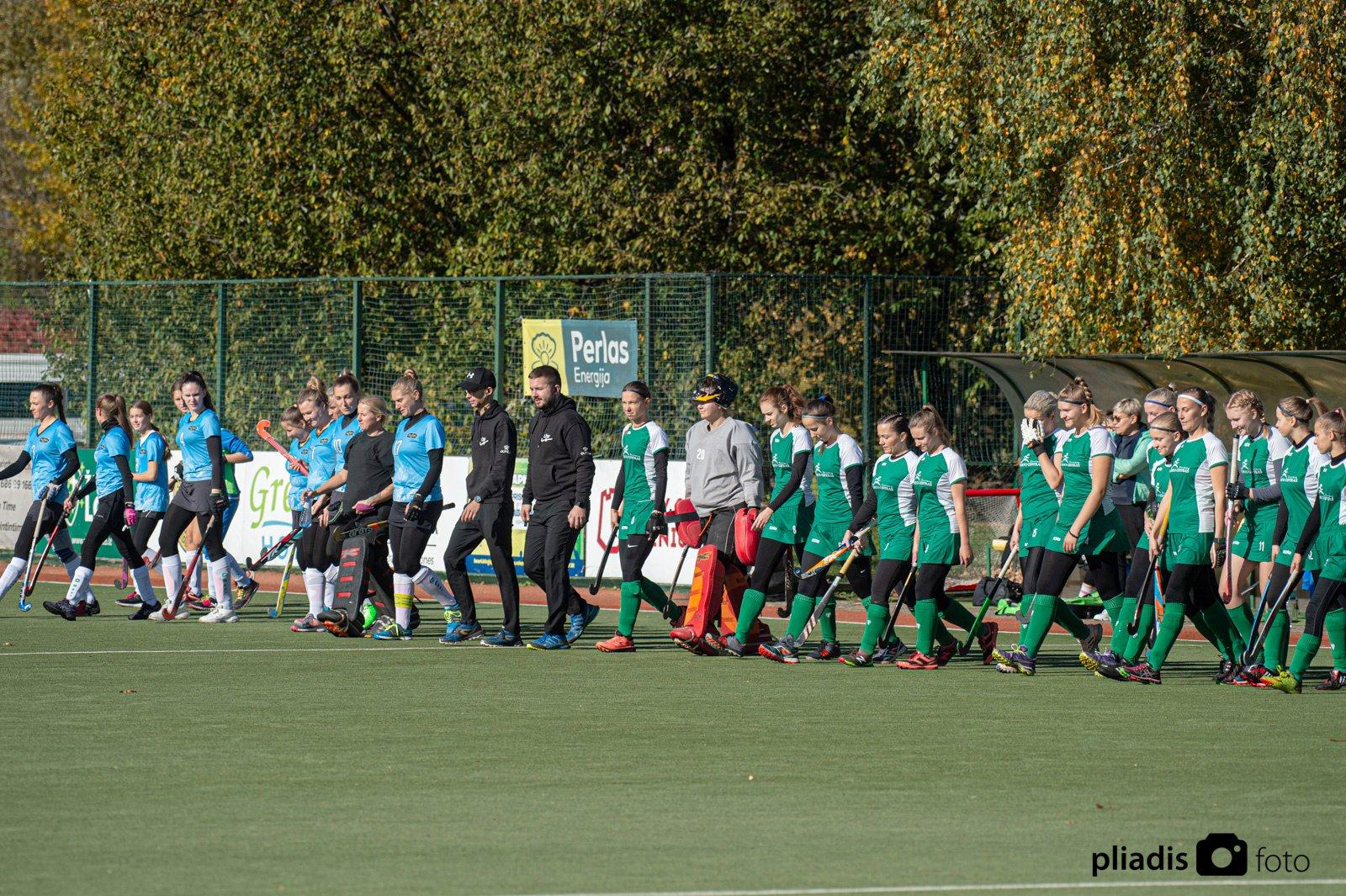 Pergalingas Širvintų moterų ir vyrų žolės riedulio komandų startas