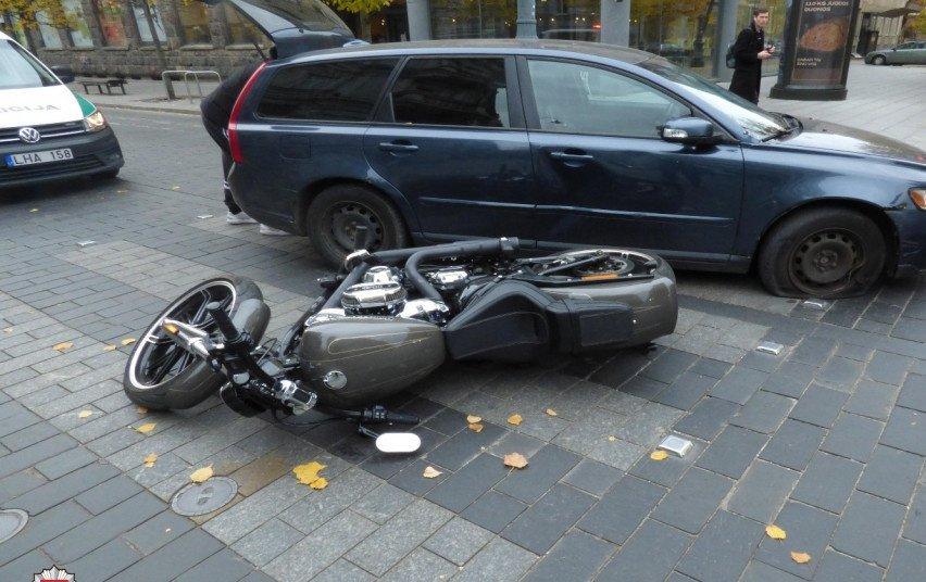 Pirmadienį per eismo įvykius sužeista 10 žmonių