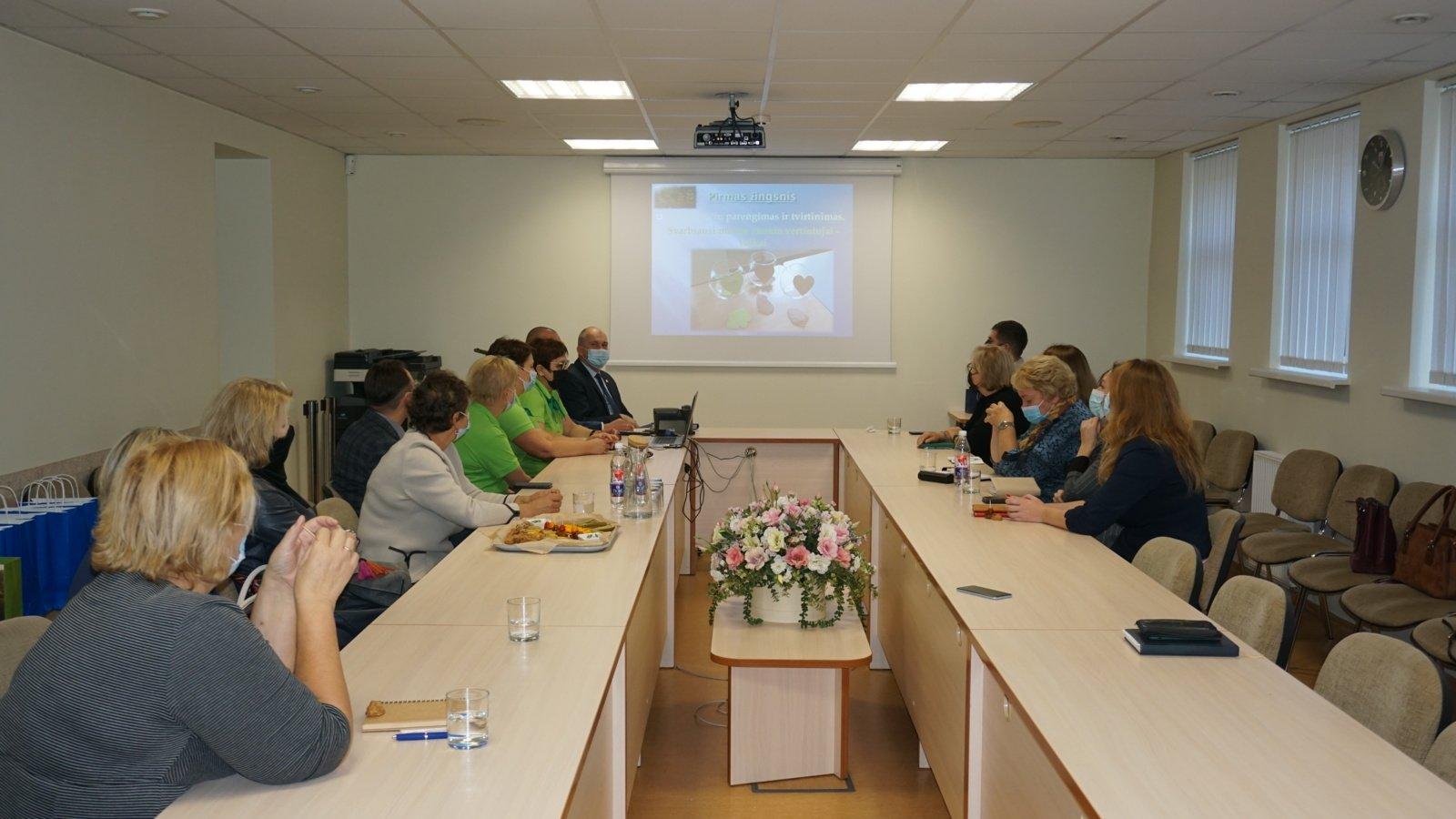 Švenčionių rajono savivaldybės atstovai domėjosi ekologišku Ukmergės ikimokyklinukų maitinimu