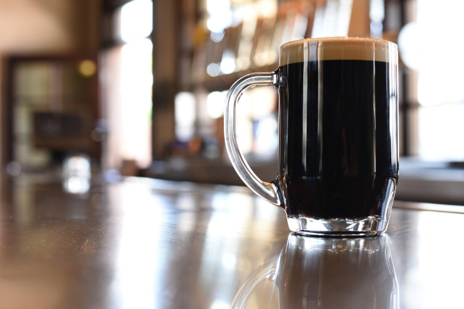 Radviliškio rajone vyras sugėrovui trenkė alaus bokalu