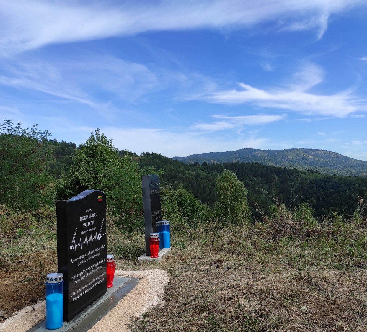 Bosnijoje atidengtas paminklinis akmuo prieš 25-erius metus žuvusiam Lietuvos karininkui