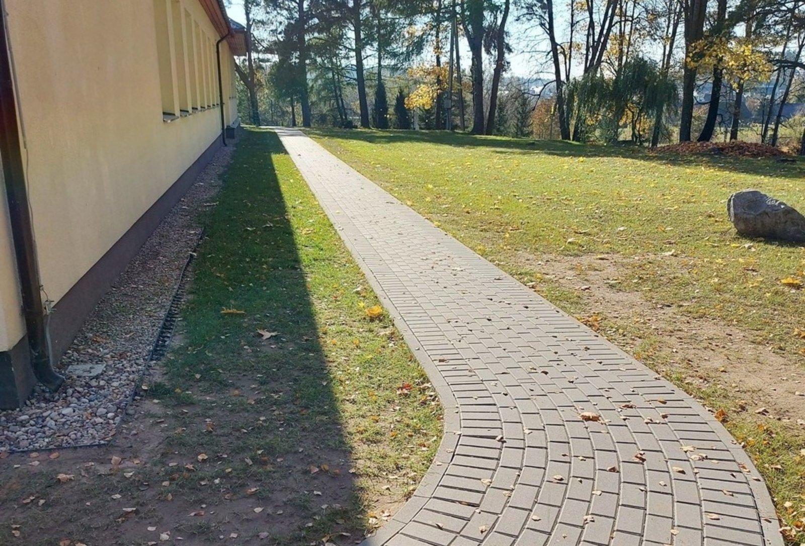 Šumsko pagrindinė mokykla džiaugiasi atnaujintu takeliu