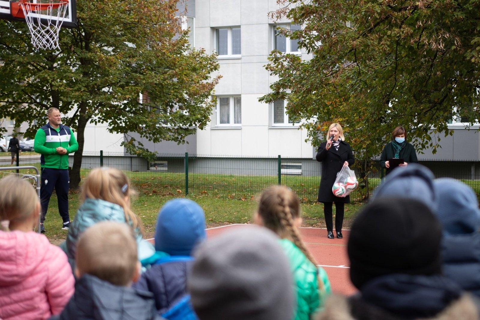 Atidaryta atnaujinta Panerio pradinės mokyklos sporto aikštelė