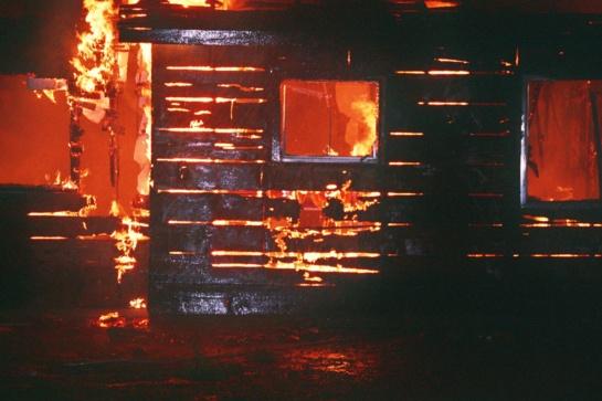 Utenos rajone atvira liepsna dega namas