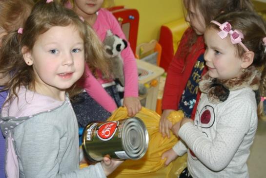 Šiaulių regiono darželinukams išdalytos pasakų knygos apie atliekų tvarkymą