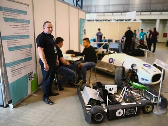 Šiaulių valstybinės kolegijos studentų sukonstruoti projektai pristatyti tarptautinėje parodoje