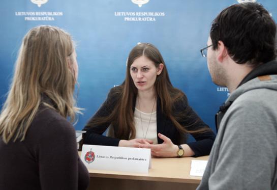 Generalinės prokuratūros komunikacijos specialistė drąsina prokurorus kalbėti prieš kameras