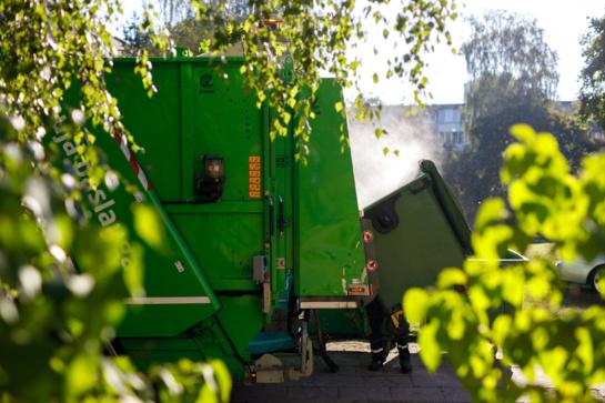 Atliekų konteinerius plauna robotai
