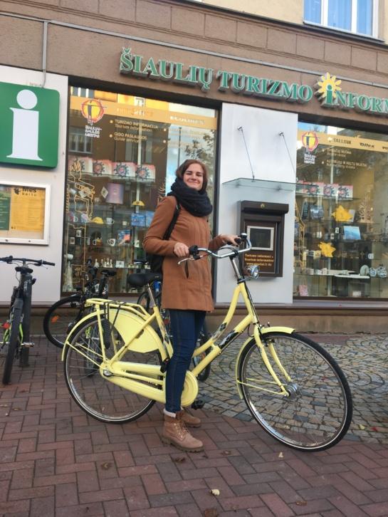 Geltonas miesto dviratis jau turi šeimininkę!