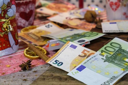 Finansų ekspertė pataria, kaip per šventes išleisti mažiau pinigų