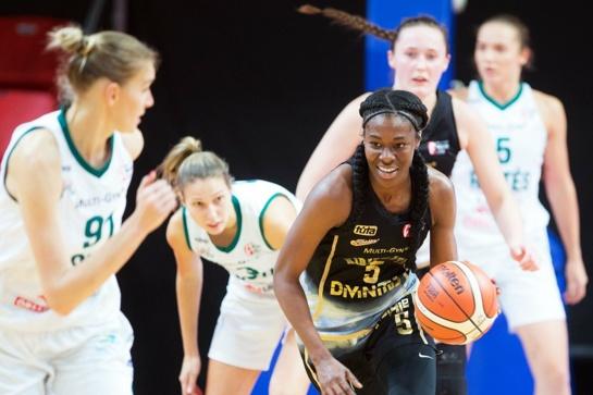 """Moterų krepšinio lygos lyderių akistatoje - """"Kibirkšties"""" pergalė po dviejų pratęsimų"""