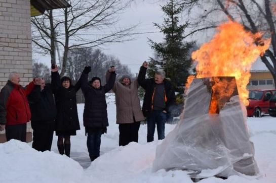 Kiaukliuose degė laužas sausio 13–osios aukoms atminti