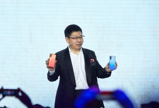"""""""Huawei"""" pristatė P30 flagmanų seriją: ir toliau diktuoja mobiliosios fotografijos taisykles"""