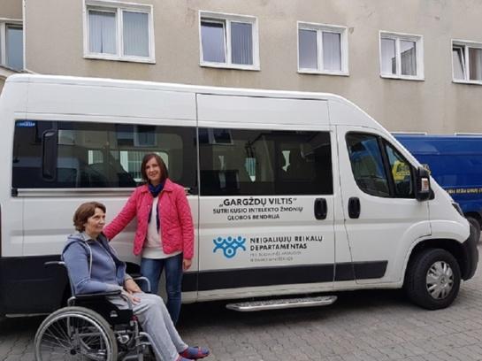 Neįgalieji vertina naują specialaus transporto paslaugą