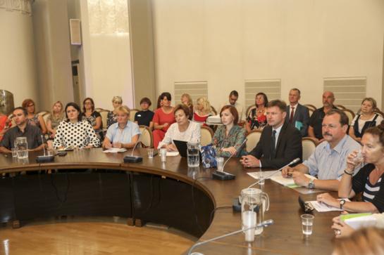 Pedagogai reikalauja, kad atlyginimai kiltų sparčiau ir valdžia dėl to įsipareigotų kolektyvinėje sutartyje