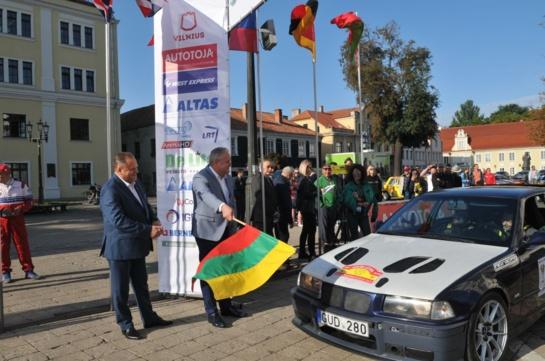 Prezidentas kvietė apjuosti Lietuvą ne tik kilometrais, bet ir meile savo šaliai
