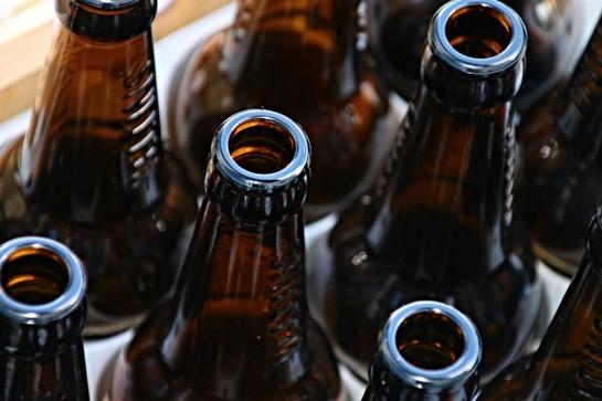 Žmonių nuomonė: kas antras nepilnametis gali lengvai įsigyti nelegalaus alkoholio