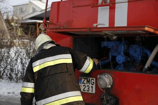Gudelių miestelyje gaisrininkai po ledu rado skenduolę