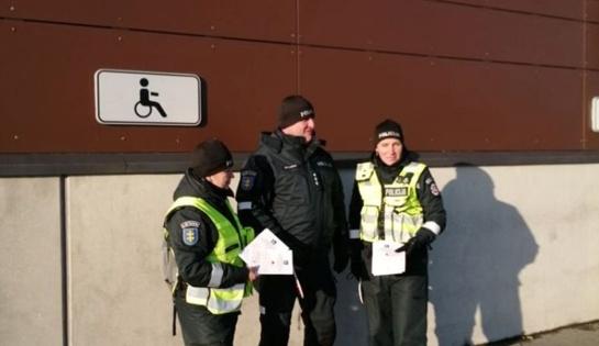 Širvintų pareigūnai vairuotojams priminė, kam skirta vieta, pažymėta neįgaliojo ženklu