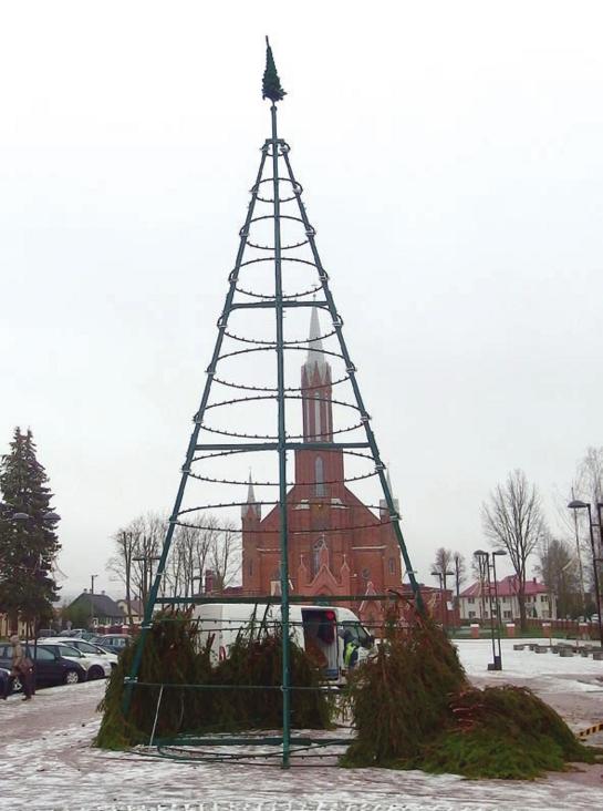 Debesys virš kalėdinės eglutės