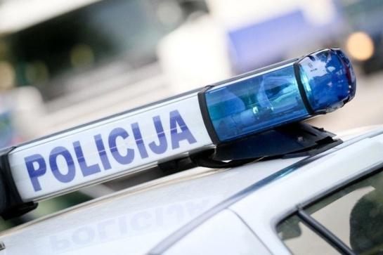 """""""Volvo"""" ir policijos pareigūnų susidūrimas: kaltas ir kaltesnis"""