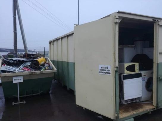 """Atliekų aikštelėse """"lobių"""" geriau neieškoti – vagis įkliuvo konteineryje"""