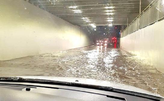 """""""Du viename: ir tunelis, ir baseinas"""""""