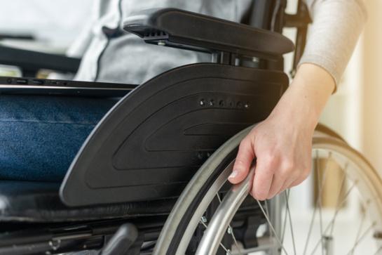 Jaunus žmones užklumpanti klastinga liga: simptomus priskiria pervargimui darbe