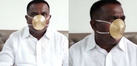 Indas nuo koronaviruso saugosi dėvėdamas auksinę kaukę