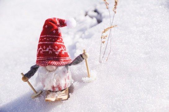 Šventinė ledo čiuožykla ir žaliaskarė – pandemijos pančiuose